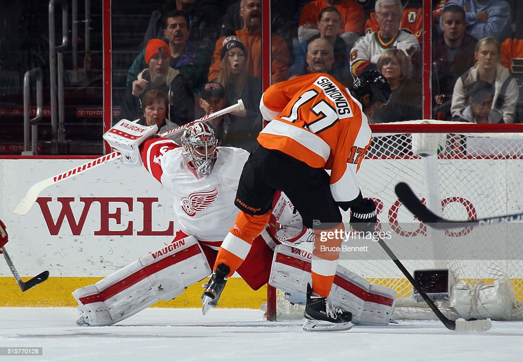 <a gi-track='captionPersonalityLinkClicked' href=/galleries/search?phrase=Wayne+Simmonds&family=editorial&specificpeople=4212617 ng-click='$event.stopPropagation()'>Wayne Simmonds</a> #17 of the Philadelphia Flyers scores at 6:55 of the first period against <a gi-track='captionPersonalityLinkClicked' href=/galleries/search?phrase=Petr+Mrazek&family=editorial&specificpeople=6514148 ng-click='$event.stopPropagation()'>Petr Mrazek</a> #34 of the Detroit Red Wings at the Wells Fargo Center on March 15, 2016 in Philadelphia, Pennsylvania.