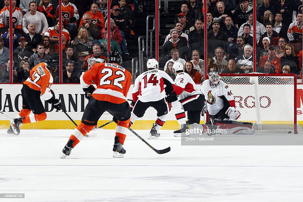 <a gi-track='captionPersonalityLinkClicked' href=/galleries/search?phrase=Wayne+Simmonds&family=editorial&specificpeople=4212617 ng-click='$event.stopPropagation()'>Wayne Simmonds</a> #17 of the Philadelphia Flyers scores on <a gi-track='captionPersonalityLinkClicked' href=/galleries/search?phrase=Robin+Lehner&family=editorial&specificpeople=5894610 ng-click='$event.stopPropagation()'>Robin Lehner</a> #40 of the Ottawa Senators in the third period at the Wells Fargo Center on November 19, 2013 in Philadelphia, Pennsylvania. The Flyers won 5-2.