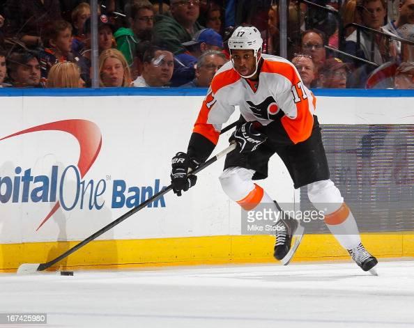 Wayne Simmonds of the Philadelphia Flyers skates against the New York Islanders at Nassau Veterans Memorial Coliseum on April 9 2013 in Uniondale New...