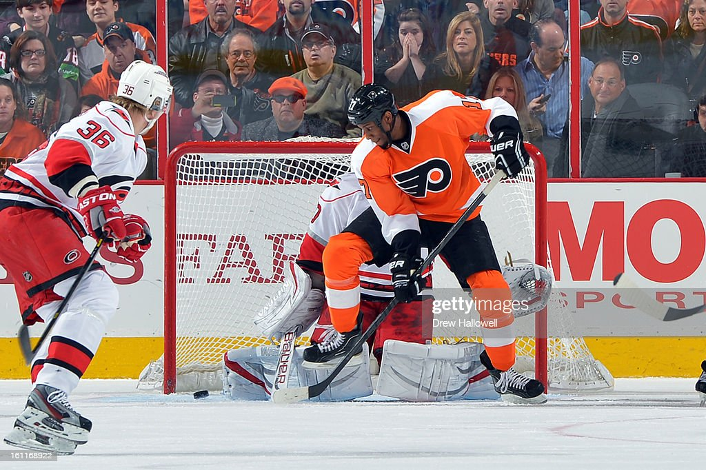 Wayne Simmonds #17 of the Philadelphia Flyers tries to deflect the puck past Cam Ward #30 of the Carolina Hurricanes at the Wells Fargo Center on February 9, 2013 in Philadelphia, Pennsylvania.