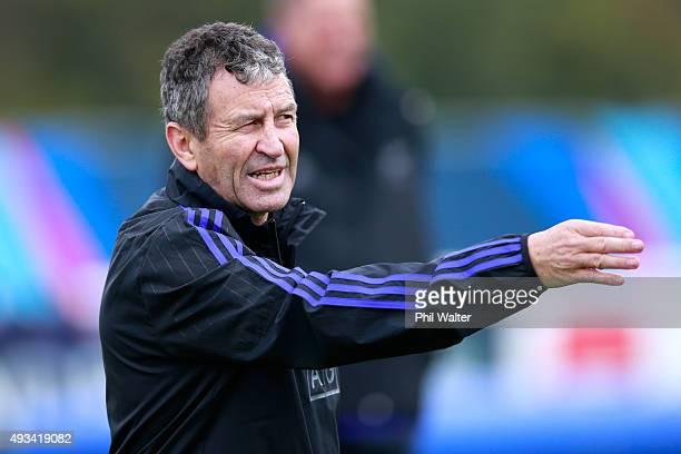 Wayne Smith during a New Zealand All Blacks training session at London Irish on October 20 2015 in London United Kingdom