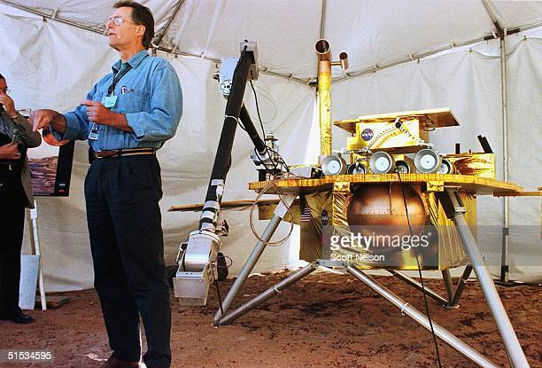 Wayne Zimmerman a member of NASA's Mars Polar Lander robotic arm team demonstrates a model of the unit during a 04 December 1999 press opportunity at...