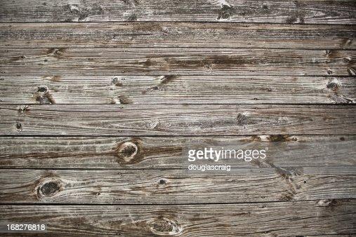 風化した木製デッキ