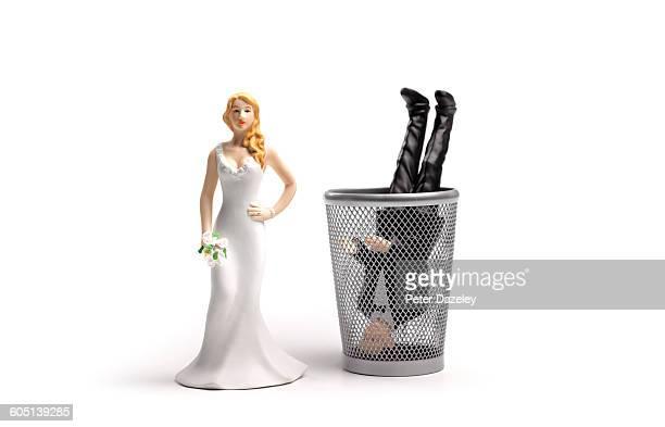 Wedding cake topper dumped husband