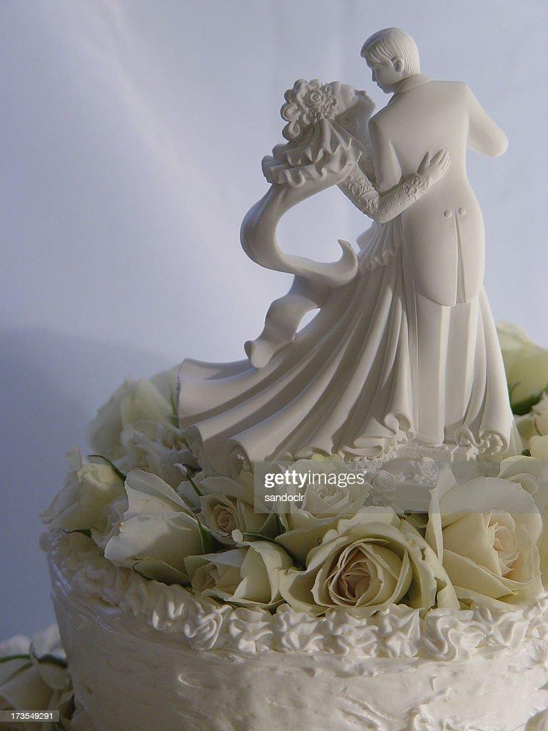 Wedding cake with bride and groom : Stock Photo