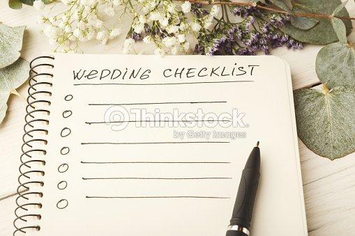結婚式のチェックリストとかわいい花 ストックフォト thinkstock