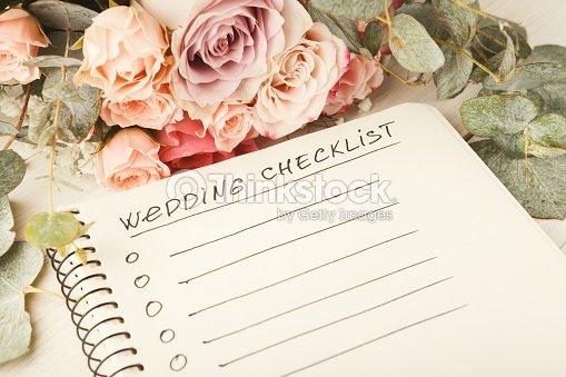 結婚式のチェックリストとバラの花束 ストックフォト thinkstock