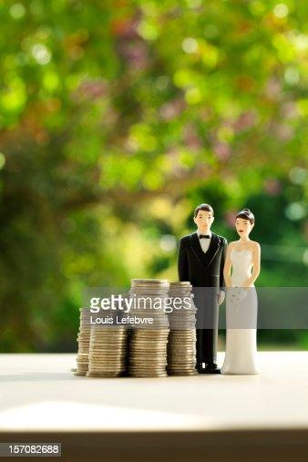 wedding couple figurines with money : Stock Photo