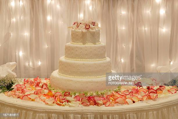 ウェディングケーキのデザートに、テーブル