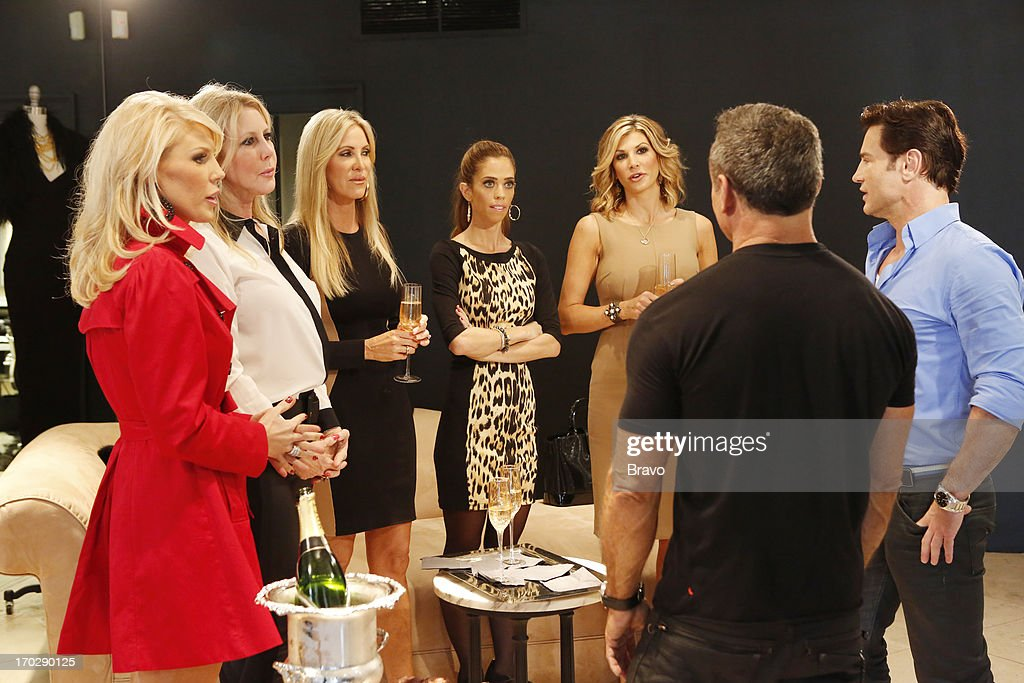 COUNTY --'Wedding Dress Stress' Episode 813 -- Pictured: (l-r) Gretchen Rossi, Vicki Gunvalson, Lauri Waring Peterson, Lydia McLaughlin, Alexis Bellino --