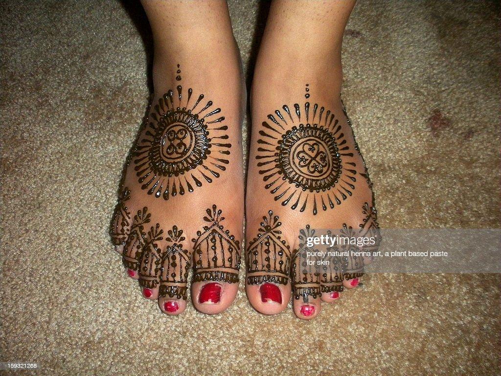 wedding henna feet : Stock Photo