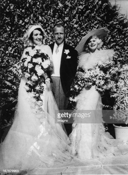 Wedding of actress Carmelita Geraghty and Carey Wilson Beverly Hills California Right the maid of honor Jean Harlow Photograph Hochzeit von...