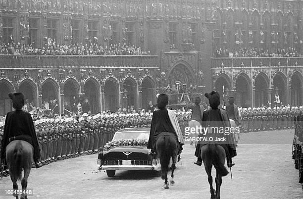 Wedding Of Baudoin And Fabiola 15 Décembre 1960 Bruxelles Le mariage du roi BAUDOIN et de Dona Fabiola DE MORA ARAGON plan de dos de la voiture du...