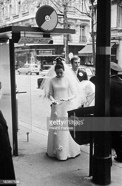 Wedding Of Mike Marshall And Catherine Prou France Paris 27 avril 1966 l'acteur francoaméricain Mike MARSHALL épouse le mannequin Catherine PROU...