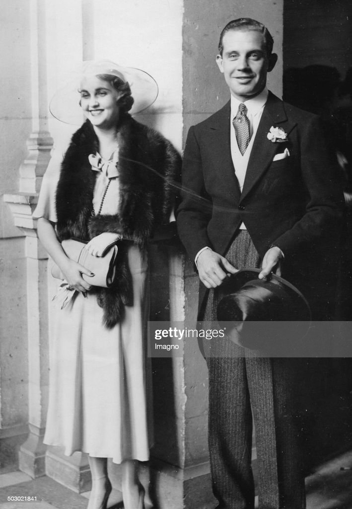 Wedding of million heiress <a gi-track='captionPersonalityLinkClicked' href=/galleries/search?phrase=Barbara+Hutton&family=editorial&specificpeople=930426 ng-click='$event.stopPropagation()'>Barbara Hutton</a> with Alexis Mdivani. Paris. 20th June 1933. Photograph.
