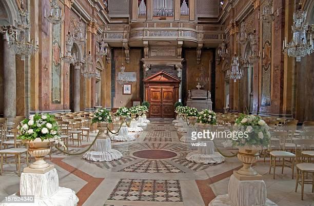 Hochzeit-Schmuckteil in der Kirche-Hochzeitskirche von innen