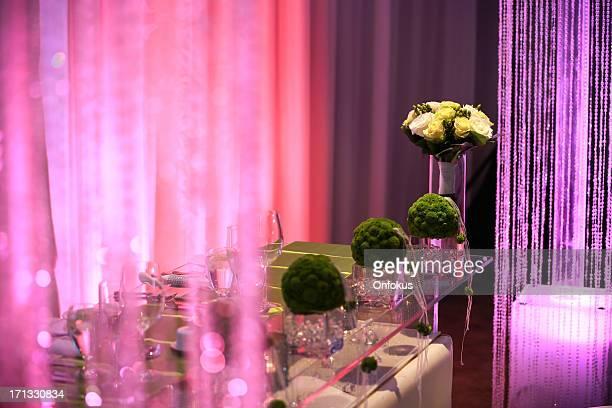 ウェディングレセプションの装飾、椅子とテーブル