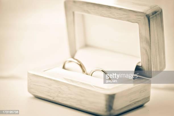 Anneaux de mariage dans une boîte à bijoux, peu de profondeur de champ