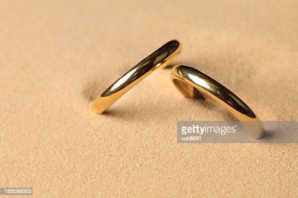 Anillos de boda en la playa
