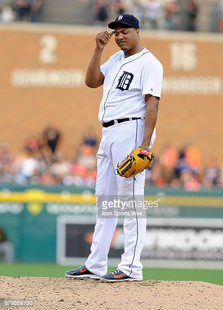 Detroit Tigers Starting pitcher Alfredo Simon [4434] scratches his head after giving up his fifth run of the third inning during Wednesday night's...