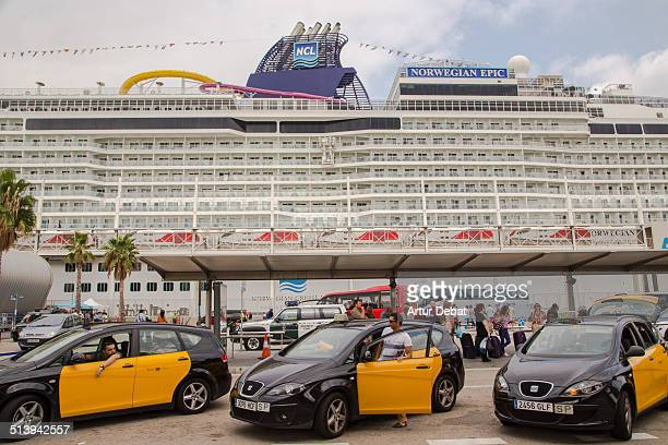 Weekend record in the harbor of Barcelona's city with 58000 cruise passengers in 14 cruisers with the world biggest on the Oasis of the Sea September...