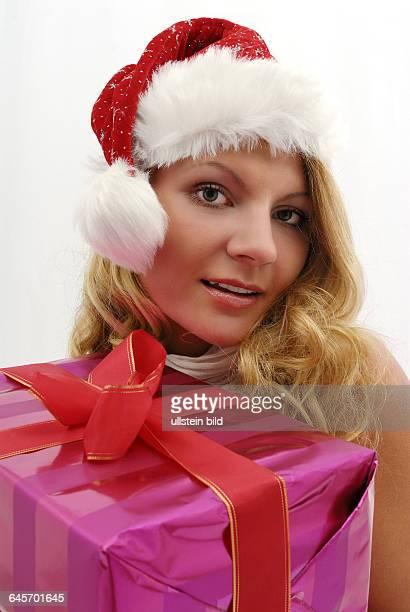 Weihnachten Weihnachtszeit Advent Adventszeit Bescherung Weihnachtsfrau Weihnachtsmann Frau blond blonde Geschenke Geschenk schenken...