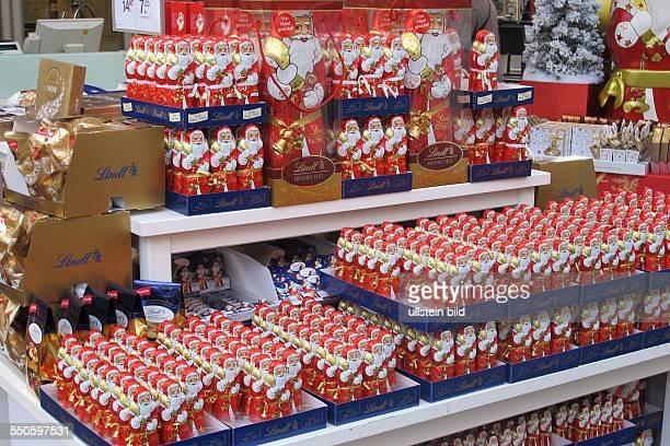 Weihnachtsmänner aus Schokolade wollen alle noch verkauft werden in Hannover
