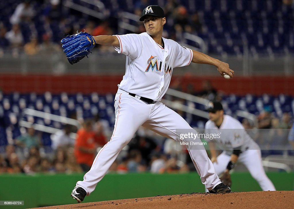 Wei-Yin Chen #54 of the Miami Marlins pitches during a game against the Washington Nationals at Marlins Park on September 19, 2016 in Miami, Florida.