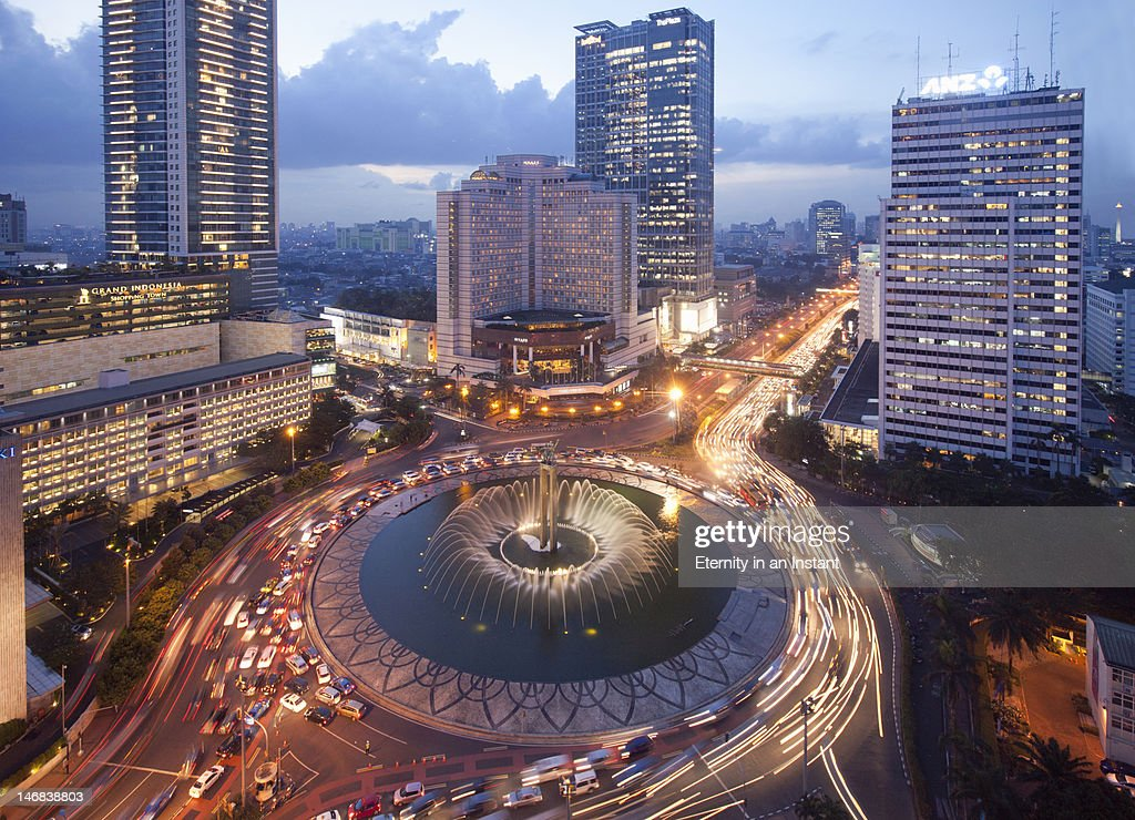 Welcome Monument roundabout Jalan Thamrin at dusk