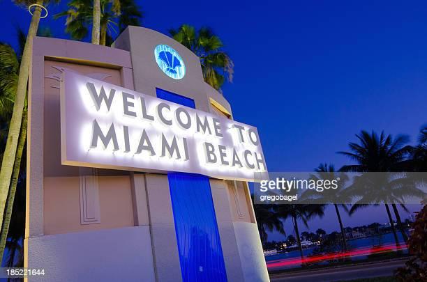 ¡Bienvenido a Miami Beach señal por la I-195 en Florida