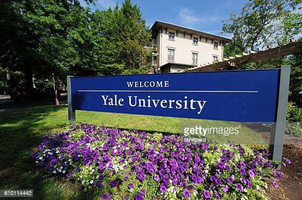 Welcome to Yale University sign