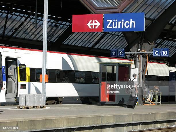 Willkommen in Zürich, Trainwait am Bahnhof von Zürich