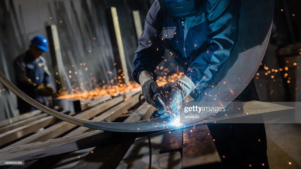 Welder working in workshop : Stock Photo