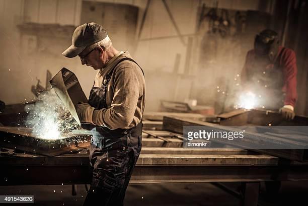 Schweißer Arbeiten in der Werkstatt