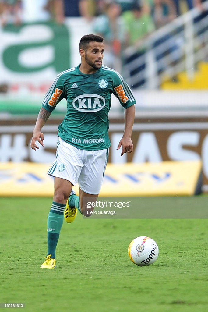 Weldinho of Palmeiras in action during a match between Palmeiras and UA Barbarense as part of the Paulista Championship 2013 at Pacaembu Stadium on February 24, 2013 in Sao Paulo, Brazil.