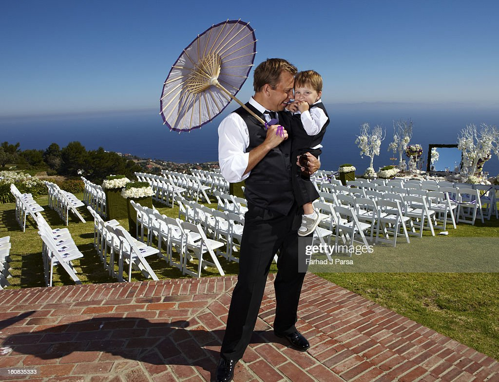 Well groomed father and son stand by wedding venue : Stock Photo
