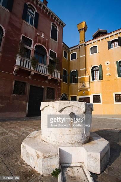 Wellhead, San Trovaso, Dorsoduro, Venice, Veneto, Italy, Europe