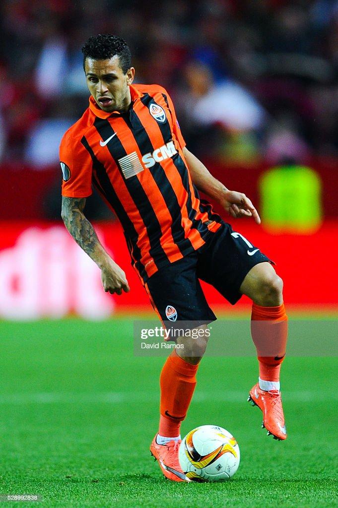 Wellington Nem of FC Shakhtar Donetsk runs with the ball during the UEFA Europa League Semi Final second leg match between Sevilla and Shakhtar...