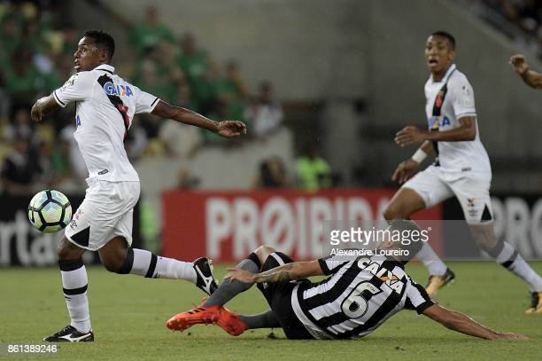 Wellington of Vasco da Gama battles for the ball with Victor Luis of Botafogo during the match between Vasco da Gama and Botafogo as part of...