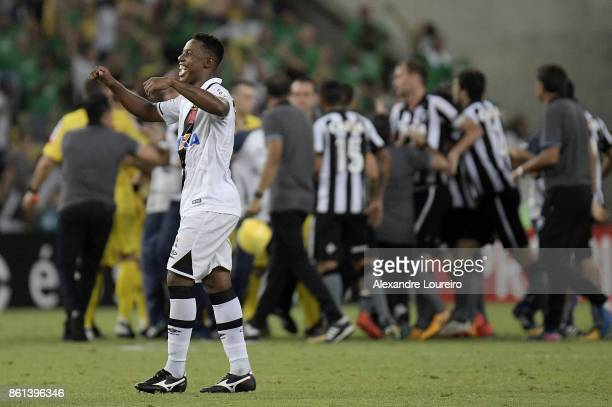 Wellington of Vasco da Gama celebrates the victory after the match between Vasco da Gama and Botafogo as part of Brasileirao Series A 2017 at...