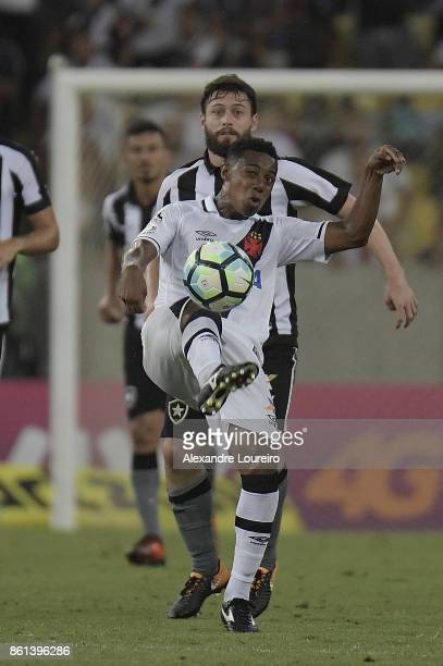 Wellington of Vasco da Gama in action during the match between Vasco da Gama and Botafogo as part of Brasileirao Series A 2017 at Maracana Stadium on...