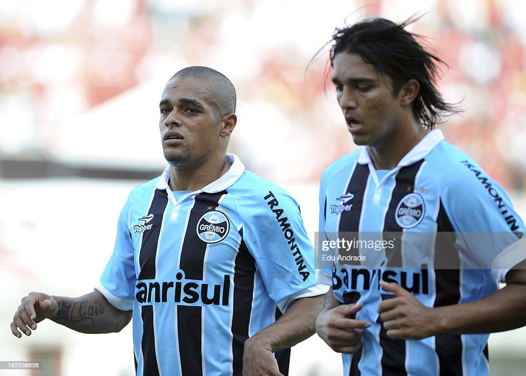 <a gi-track='captionPersonalityLinkClicked' href=/galleries/search?phrase=Welliton&family=editorial&specificpeople=4458095 ng-click='$event.stopPropagation()'>Welliton</a> (L) and Marcelo Morelo of Gremio during a match between Gremio and Internacional as part of the Gaucho championship at Centenario stadium on February 24, 2013 in Caixas Do Sul, Brazil.