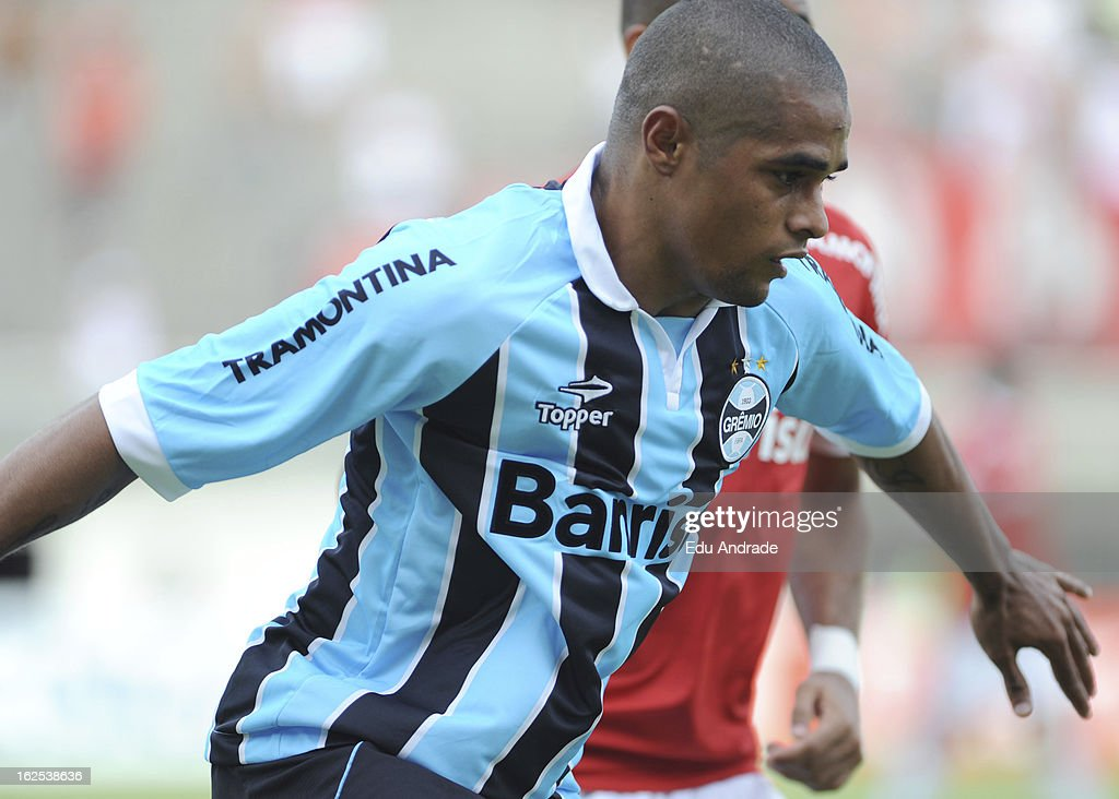 <a gi-track='captionPersonalityLinkClicked' href=/galleries/search?phrase=Welliton&family=editorial&specificpeople=4458095 ng-click='$event.stopPropagation()'>Welliton</a> of Gremio during a match between Gremio and Internacional as part of the Gaucho championship at Centenario stadium on February 24, 2013 in Caixas Do Sul, Brazil.