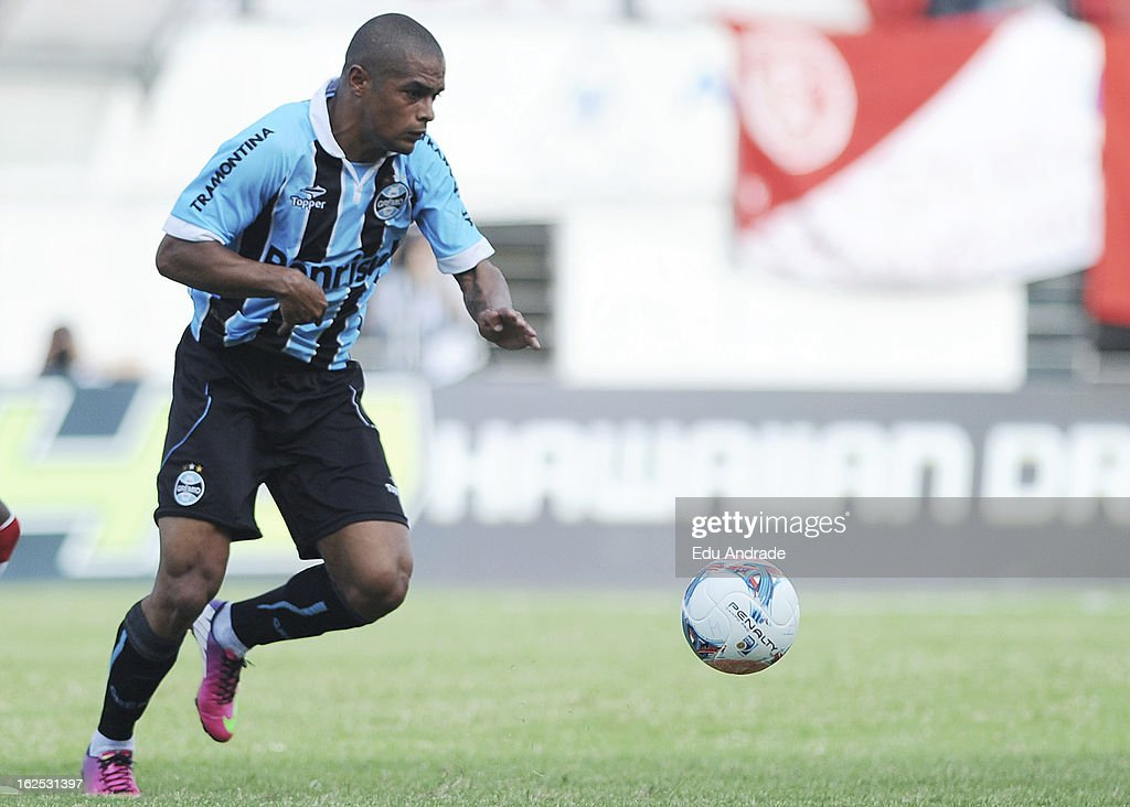 Welliton of Gremio in action during a match between Gremio and Internacional as part of the Gaucho championship at Centenario stadium on February 24, 2013 in Caixas Do Sul, Brazil.