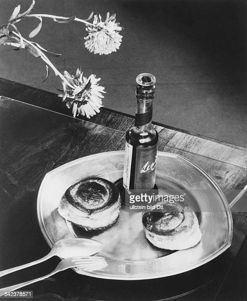 welllaid table with volauvent and Worcester sauce Photographer Elli Marcus 1933Vintage property of ullstein bild