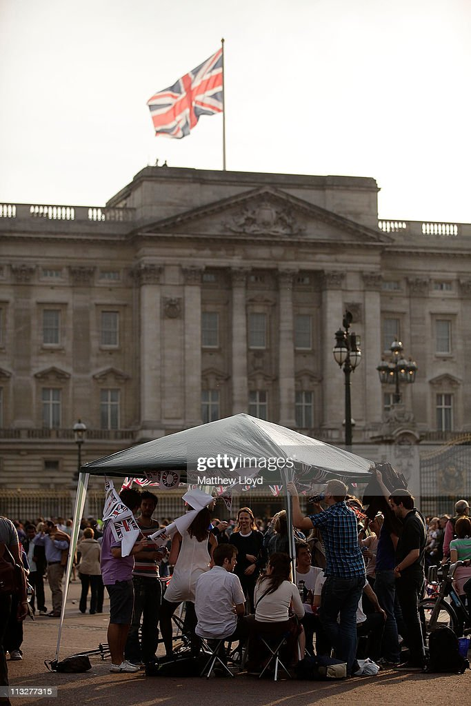 Wellwishers erect a temporary marquee in front of Buckingham palace before the Royal family return from Clarence House on April 29, 2011 in London. The marriage of Prince William, the second in line to the British throne, to Catherine Middleton is being held in London today. The Archbishop of Canterbury conducted the service which was attended by 1900 guests, including foreign Royal family members and heads of state. Thousands of well-wishers from around the world have also flocked to London to witness the spectacle and pageantry of the Royal Wedding and street parties are being held throughout the UK.