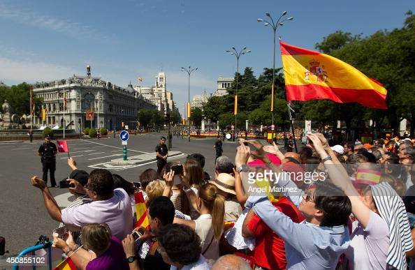 Wellwishers gather at Cibeles square before the King's official coronation ceremony at Cibeles square on June 19 2014 in Madrid Spain The coronation...