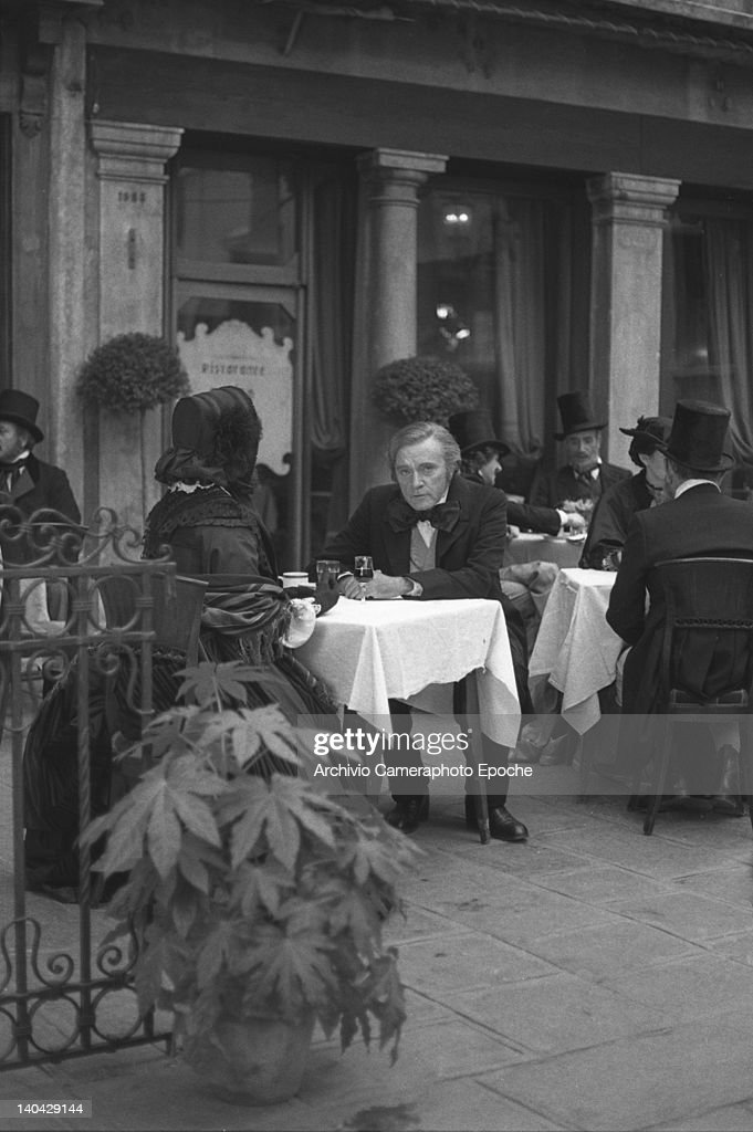 Welsh actor <a gi-track='captionPersonalityLinkClicked' href=/galleries/search?phrase=Richard+Burton&family=editorial&specificpeople=175918 ng-click='$event.stopPropagation()'>Richard Burton</a> sitting at a table in St Mark Square during the shooting of the movie Wagner, Venice, 1983.