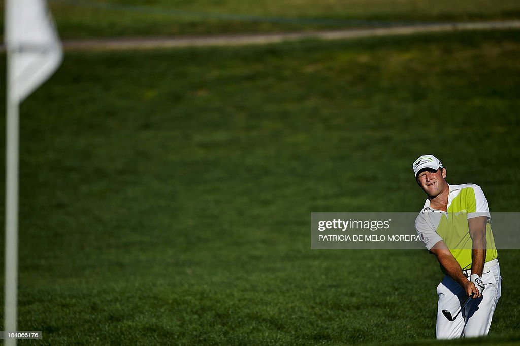 Welsh golfer Jamie Donaldson chips to the 15th hole during the second day of the Portugal Masters golf tournament at Victoria Golf Course in Vilamoura, southern Portugal on October 11, 2013. AFP PHOTO/ PATRICIA DE MELO MOREIRA
