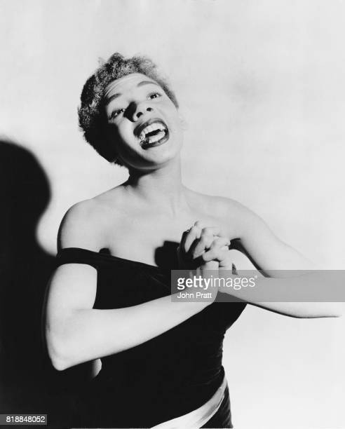 Welsh singer Shirley Bassey shows off her voice 1955
